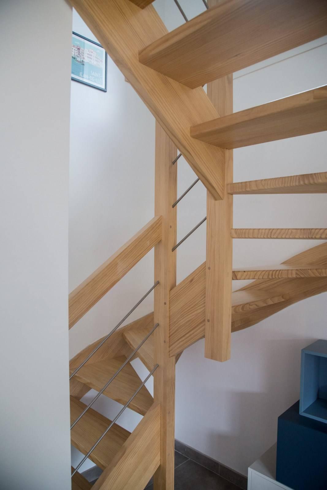 fabriquer un escalier bois rambarde m tal inox bayonne. Black Bedroom Furniture Sets. Home Design Ideas