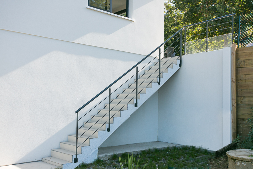 Garde corps metal ext rieur fabrication et pose vente d for Habillage escalier beton exterieur