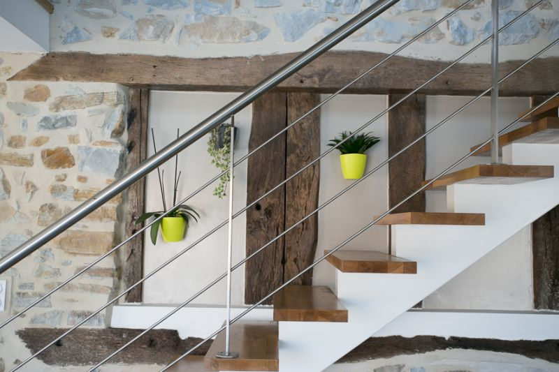 Installation Escalier droit LIMON CENTRAL - Marches CHÊNE - Garde-Corps INOX  - HOSSEGOR