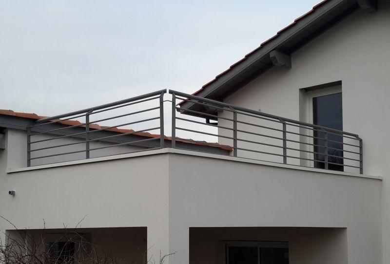 prix d 39 un escalier 1 4 tournant en bois et m tal sud. Black Bedroom Furniture Sets. Home Design Ideas