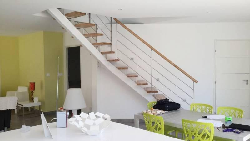 escalier quart tournant sur limon central metal. Black Bedroom Furniture Sets. Home Design Ideas